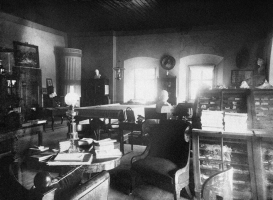 Mazstraupe estate library, beginning of the 20th century. Meiendorf family archive (Denmark)